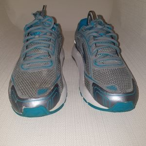 Brooks Dyad 9  running shoes size 9 woman